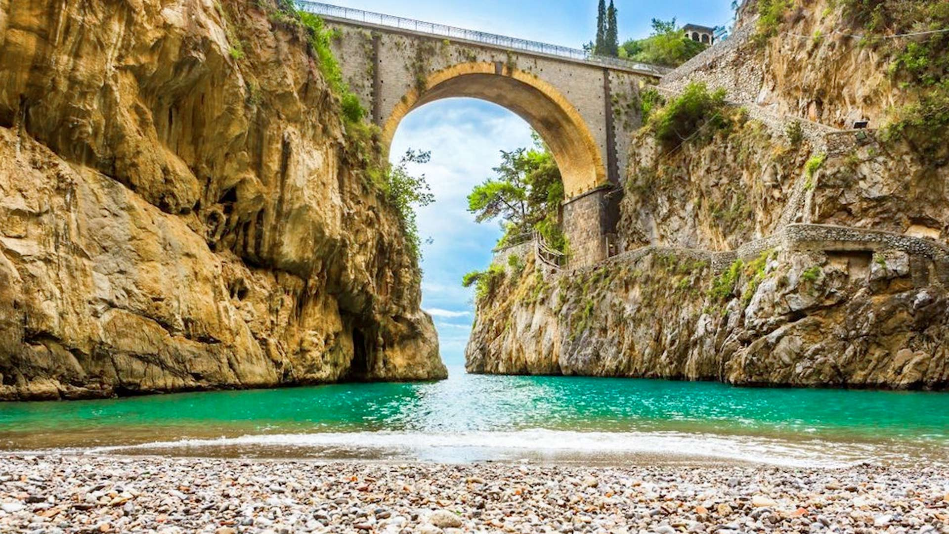 Excursions in Amalfi with Ischia Charter Boat