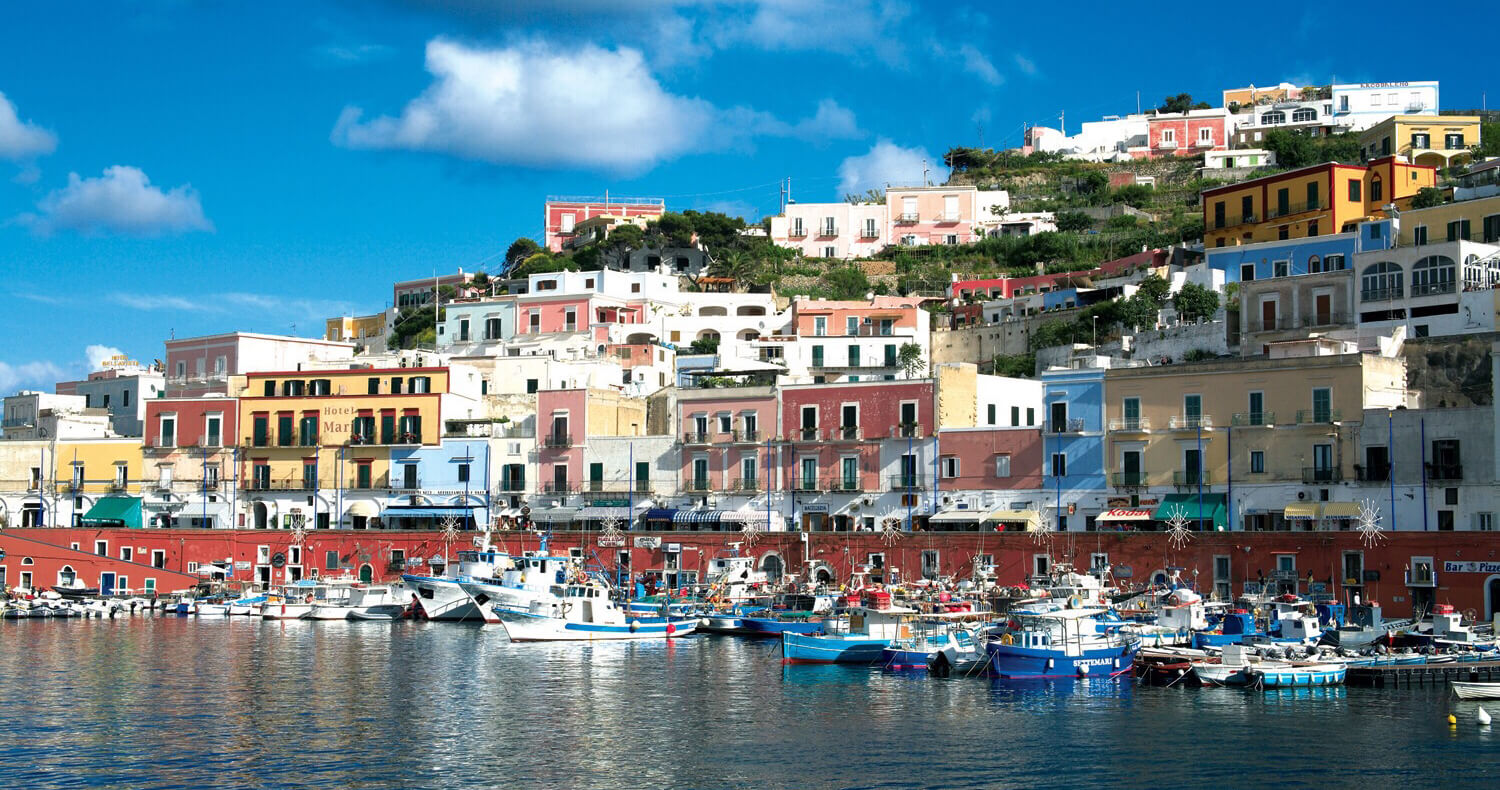 Excursions in Ventotene and Ponza with Ischia Charter Boat